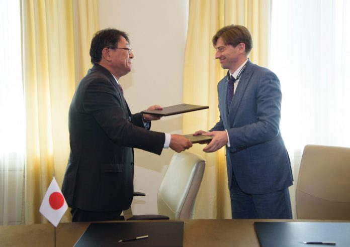The deal between the two parties was signed on May 21. Photo: Hitachi.